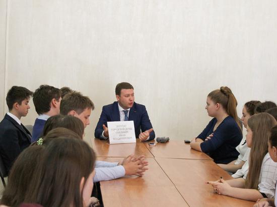 Депутат Воронежской гордумы Иван Кандыбин провел открытый урок с будущими выпускниками