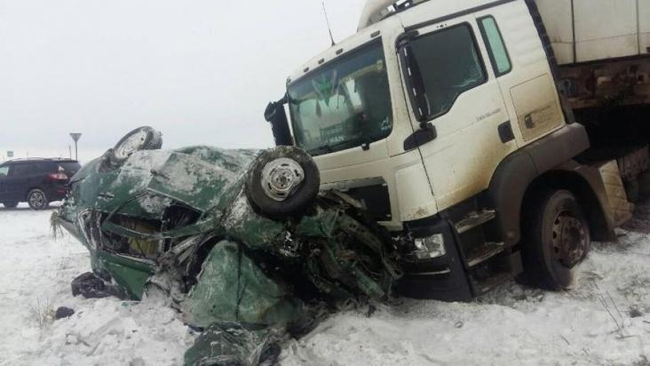 ВВоронежской области фура сприцепом влетела в«Ладу»: погибли 2 человека