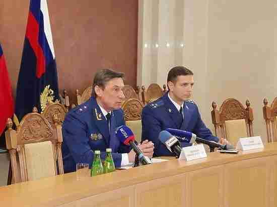 Прокурор Воронежской области доверяет сотрудникам своего ведомства
